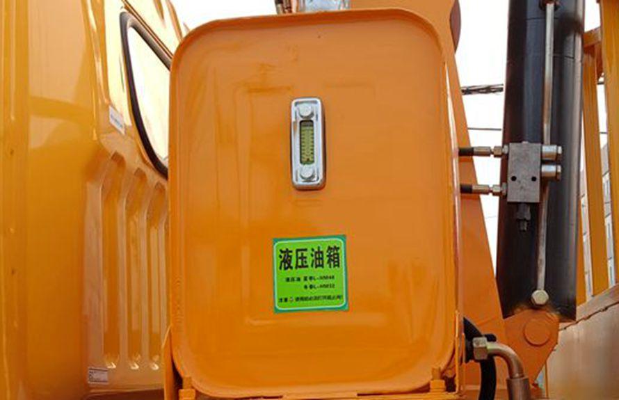 东风5吨随车吊液压油箱图片