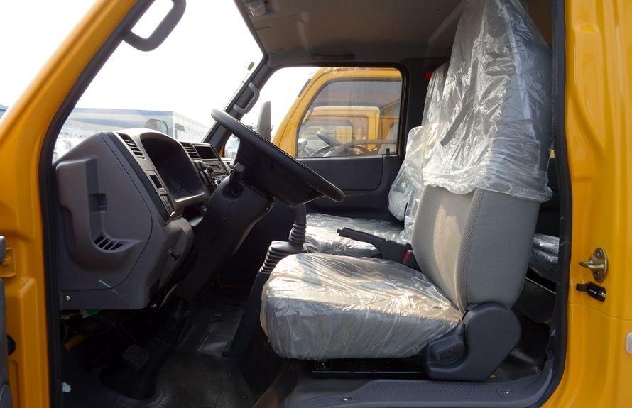 江铃2吨小型随车吊驾驶室图片