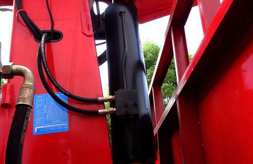 解放8吨随车吊液压油缸图片