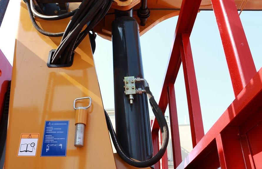 东风柳汽6.3吨随车吊液压油缸图片
