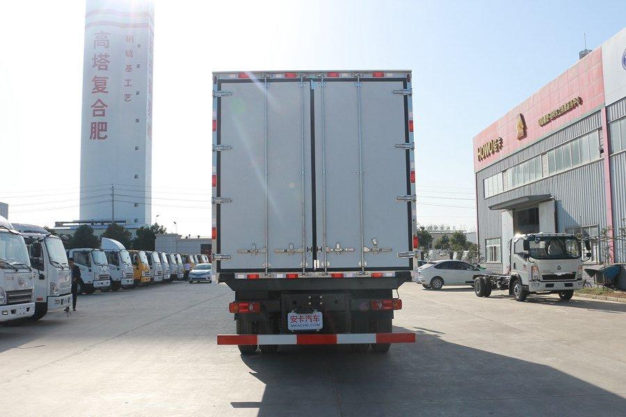 东风天锦7.7/8.6米冷藏车正后