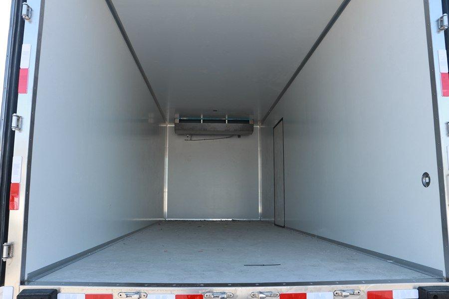 东风天锦7.7/8.6米冷藏车厢体内