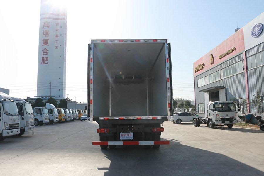 东风天锦7.7/8.6米冷藏车厢体内结构
