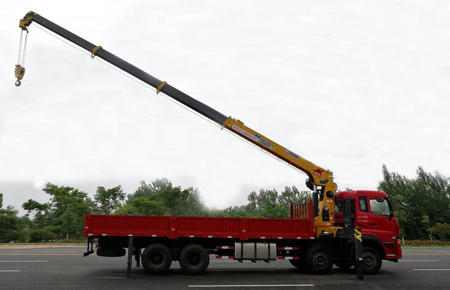 东风天龙16吨随车吊吊臂伸出右正侧图片