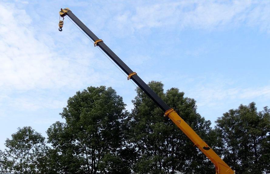 东风御龙12吨随车吊四节吊臂伸出图片