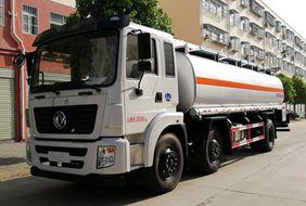 东风小三轴17吨油罐车