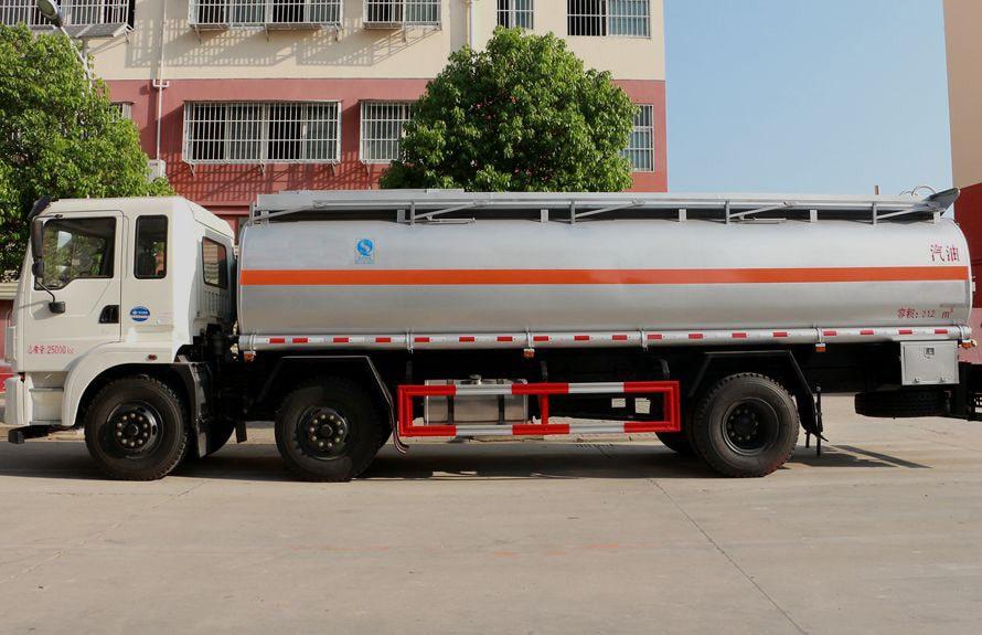 东风小三轴17吨油罐车正侧图片
