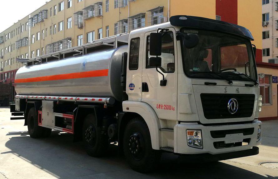 东风小三轴17吨油罐车右侧图片