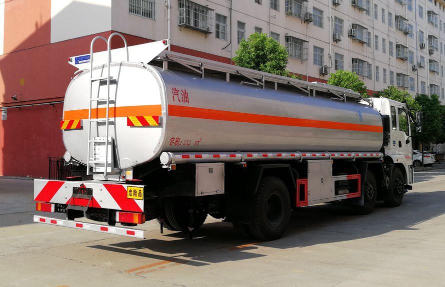 东风小三轴17吨油罐车车尾向左图片