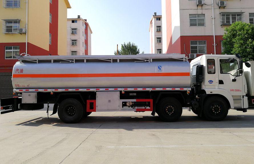 东风小三轴17吨油罐车右正侧图片