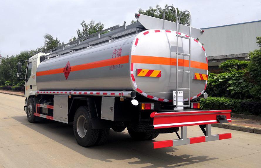 东风柳汽12吨油罐车后侧图片