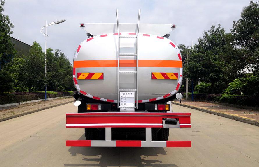东风柳汽12吨油罐车车尾图片