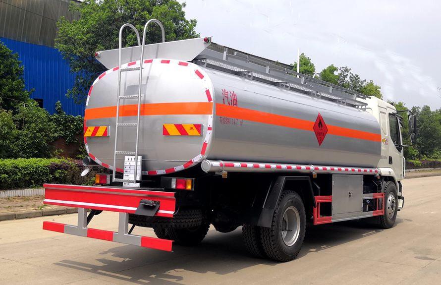 东风柳汽12吨油罐车车尾向左图片