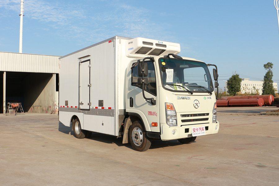 大运4.2米纯电动冷藏车斜前1图片