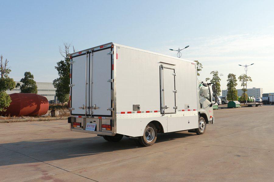 大运4.2米纯电动冷藏车斜后图片