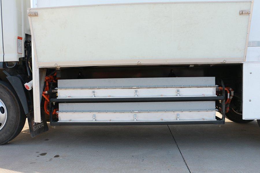 大运4.2米纯电动冷藏车电池图片