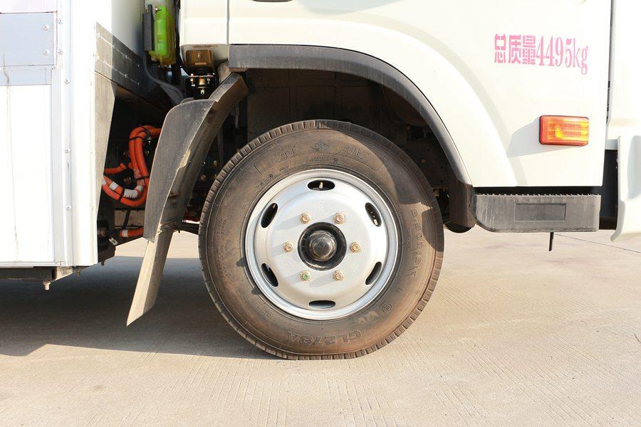 大运4.2米纯电动冷藏车轮胎图片