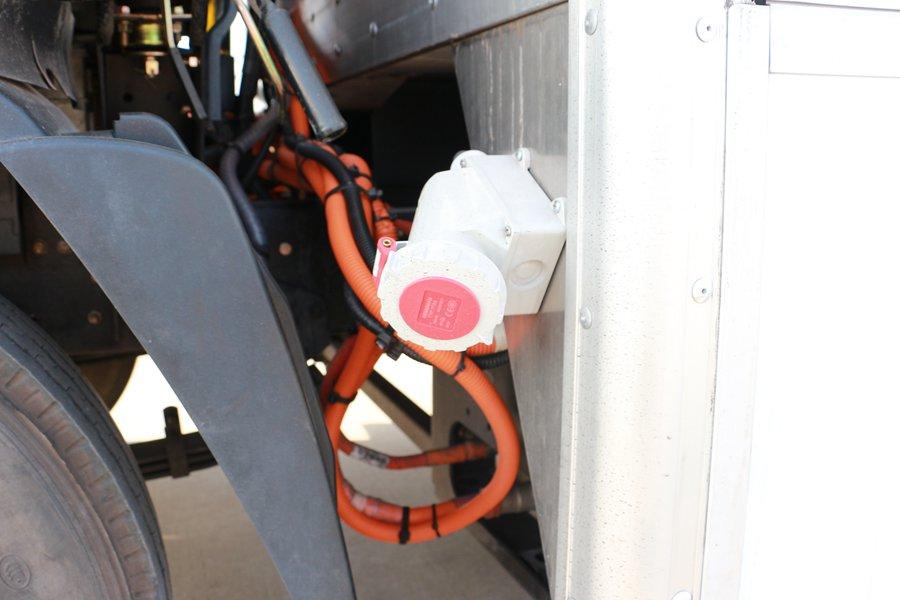 大运4.2米纯电动冷藏车机组380V备电图片