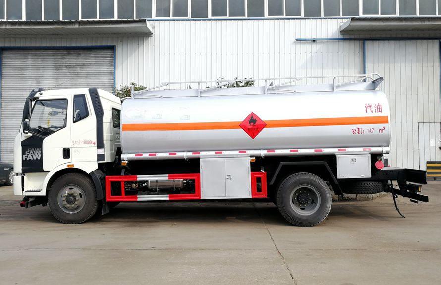 解放12吨油罐车正侧图片