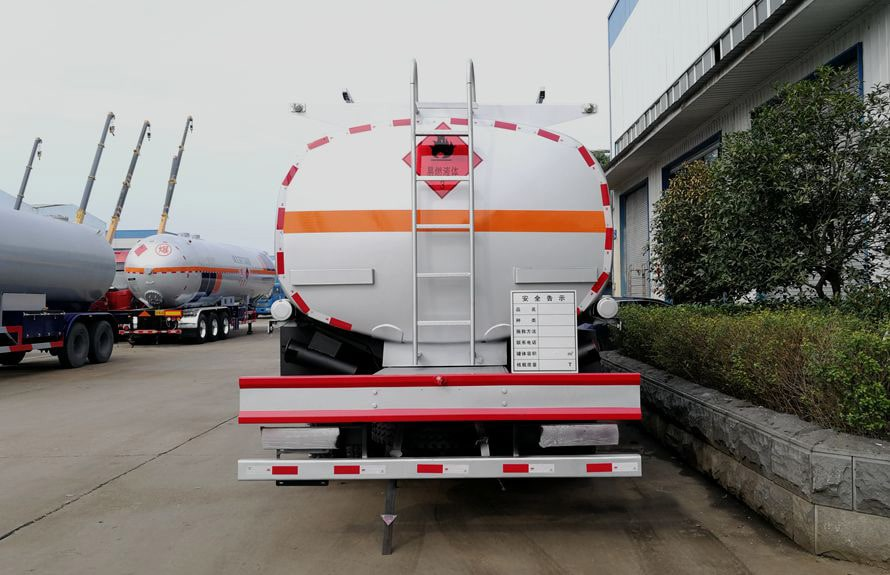 解放12吨油罐车车尾图片
