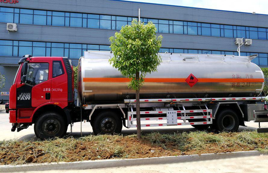解放21吨铝合金油罐车正侧图片