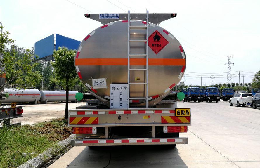 解放21吨铝合金油罐车车尾图片