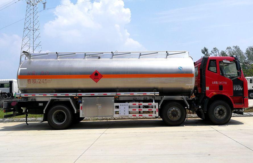 解放21吨铝合金油罐车右正侧图片