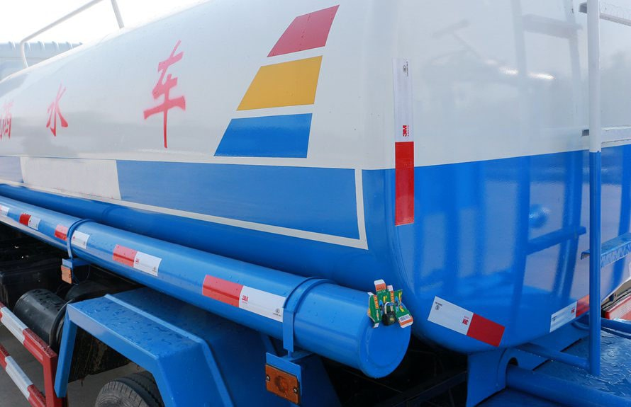 东风多利卡5吨洒水车油漆图片