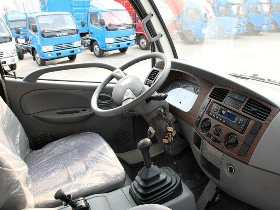 东风4吨沥青洒布车底盘驾驶室图片