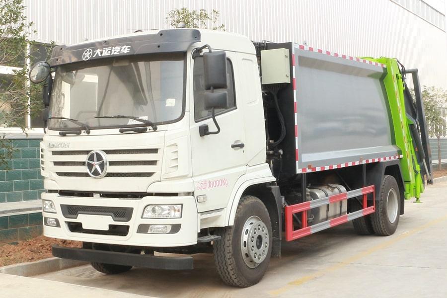 大运8吨压缩垃圾车图片(车头向左前45度)