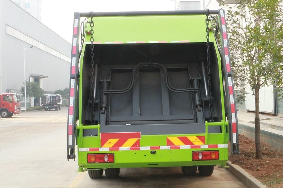 大运8吨压缩垃圾车图片(正后)