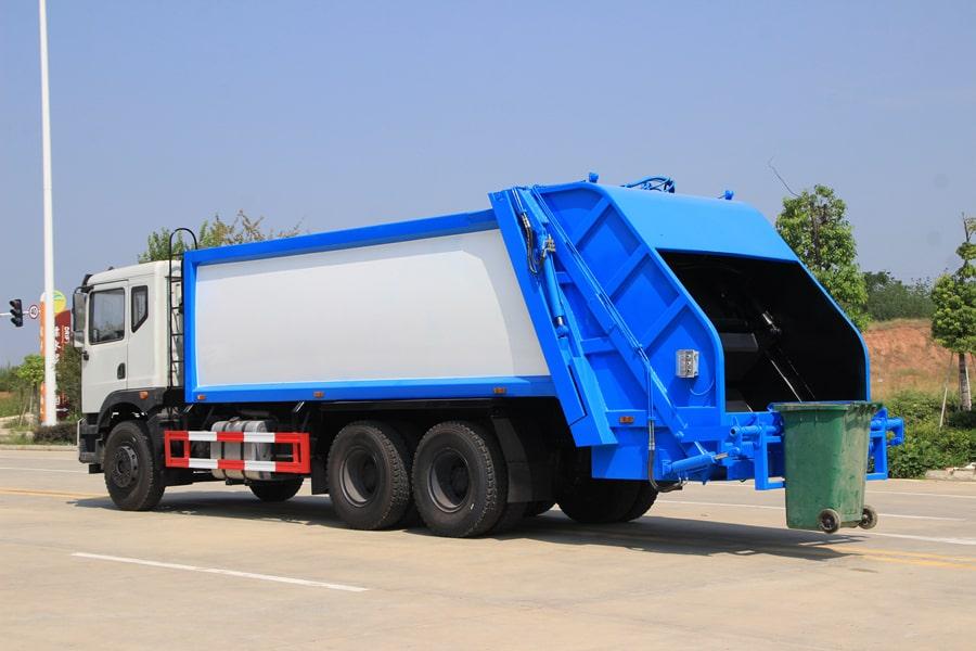 东风25吨后双桥压缩垃圾车图片(车头向左后45度)