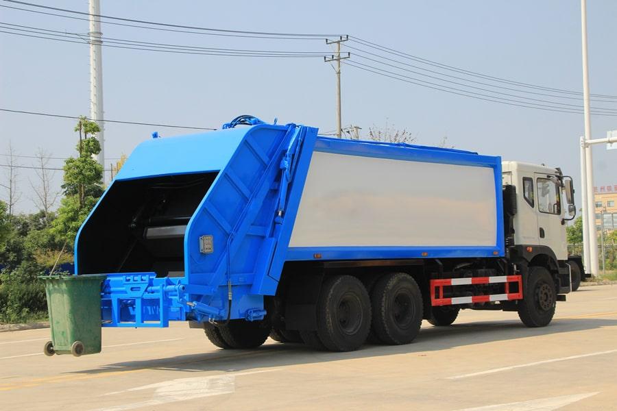 东风25吨后双桥压缩垃圾车图片(车头向右后45度)