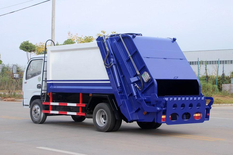 东风3吨压缩式垃圾车图片(车头向左后45度)