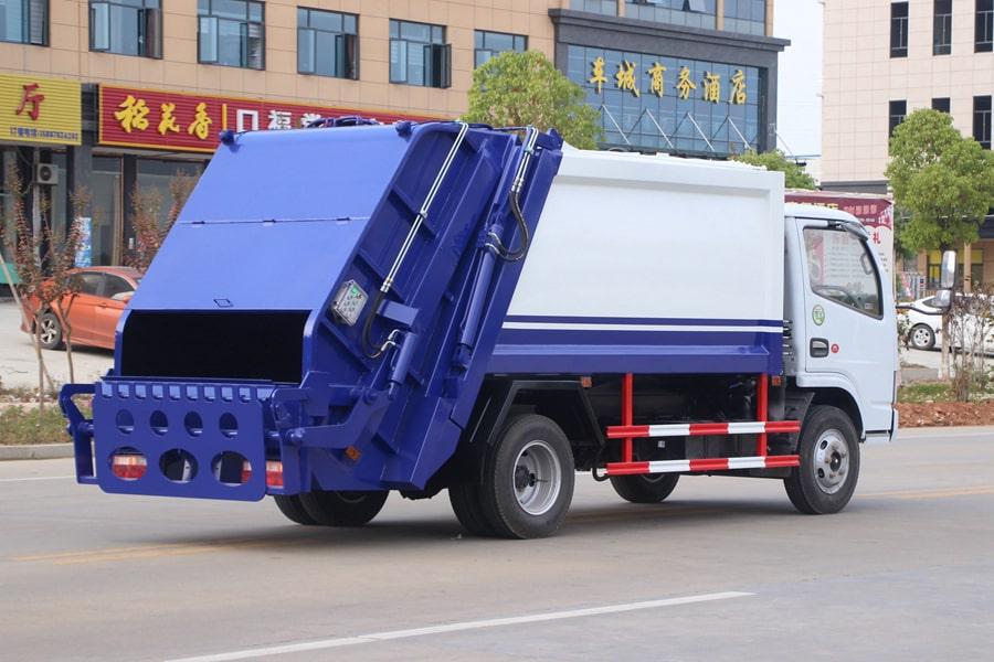 东风3吨压缩式垃圾车图片(车头向右后45度)