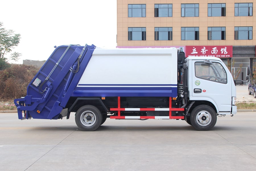 东风3吨压缩式垃圾车图片(车头向右正侧)