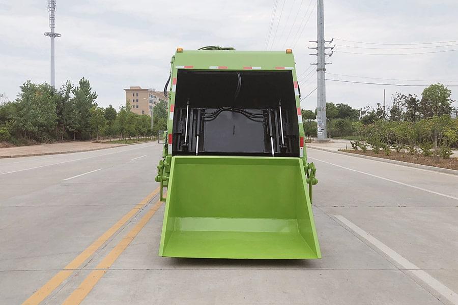 东风8吨压缩垃圾车图片(车头向左后45度)
