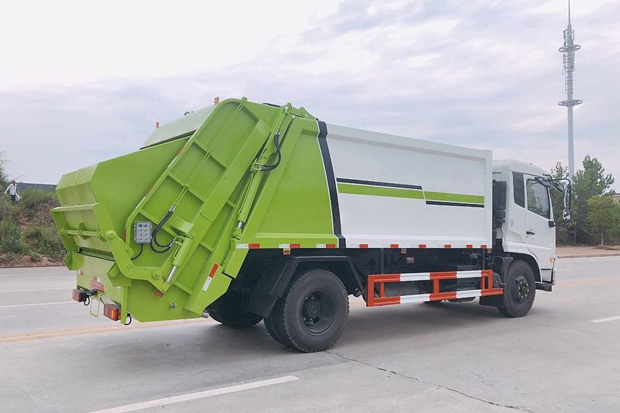 东风8吨压缩垃圾车图片(后垃圾斗升起)