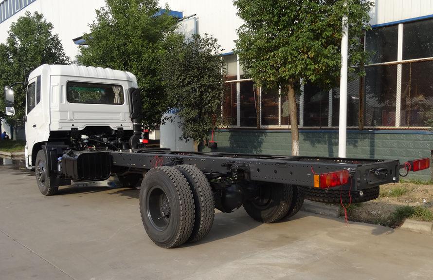 东风8吨压缩垃圾车底盘图片(车头向左后45度)