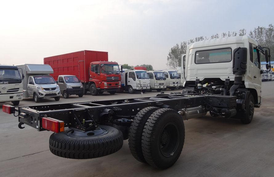 东风8吨压缩垃圾车底盘图片(车头向右后45度)