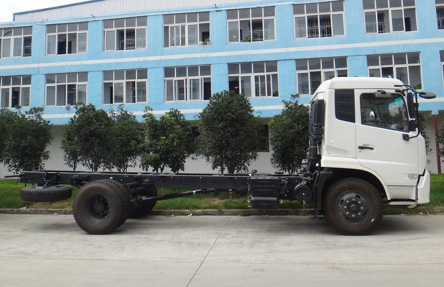 东风8吨压缩垃圾车底盘图片(车头向右正侧)