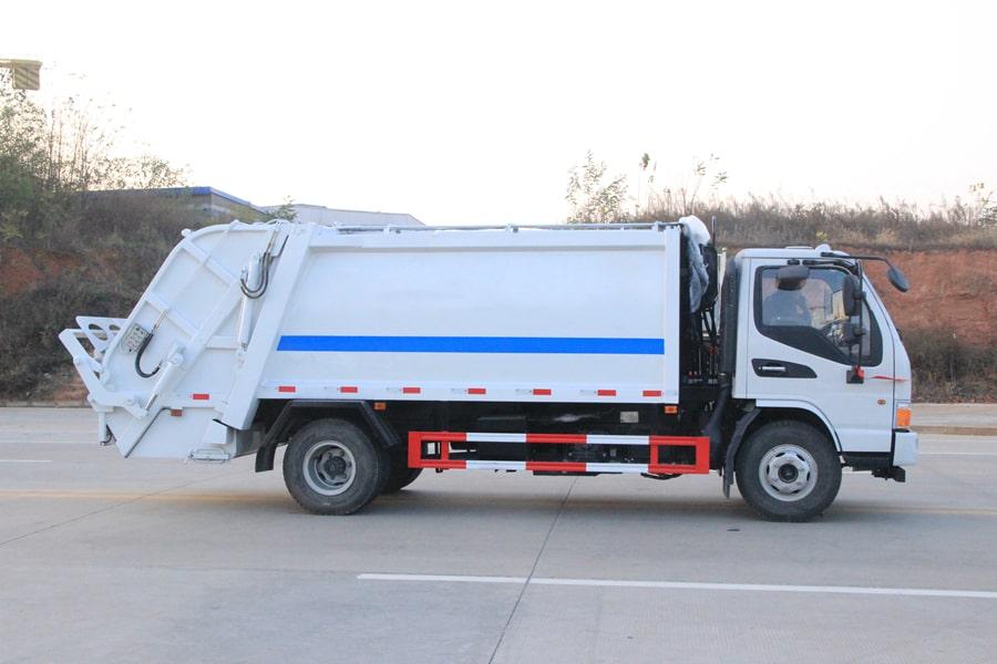 江淮5吨压缩垃圾车图片(车头向右正侧)