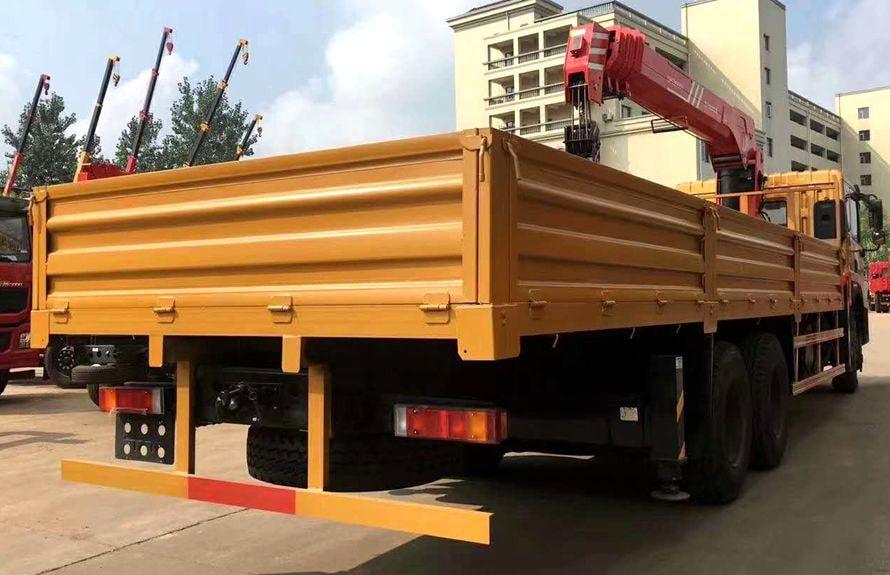 东风T5三一12吨随车吊车尾向左图片