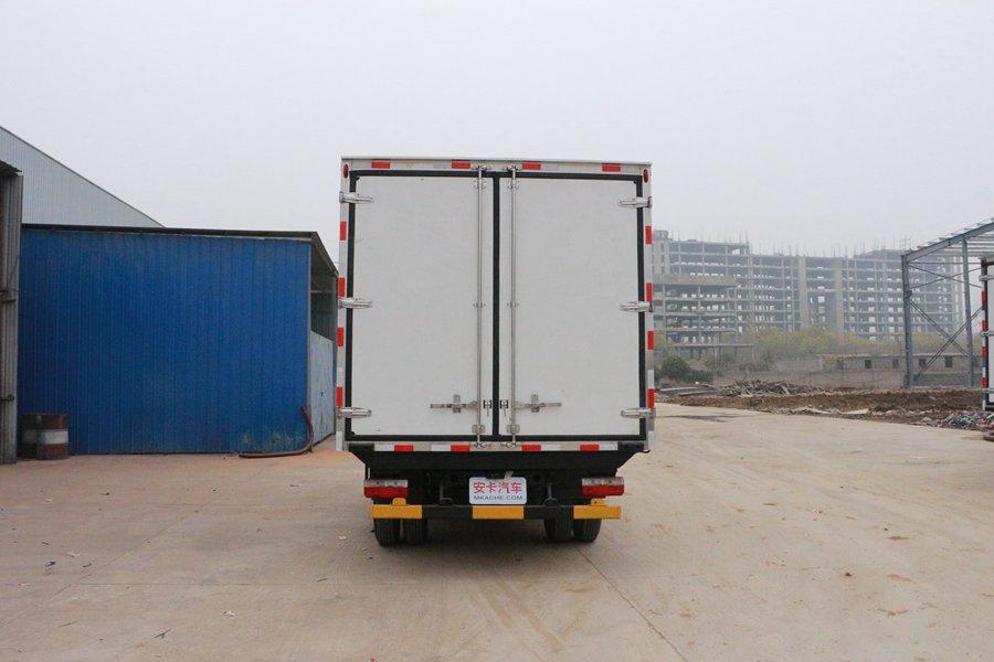 东风凯普特4.2米冷藏车正后图片