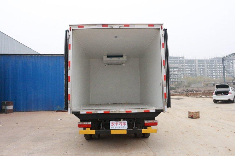东风凯普特4.2米冷藏车厢体内图片