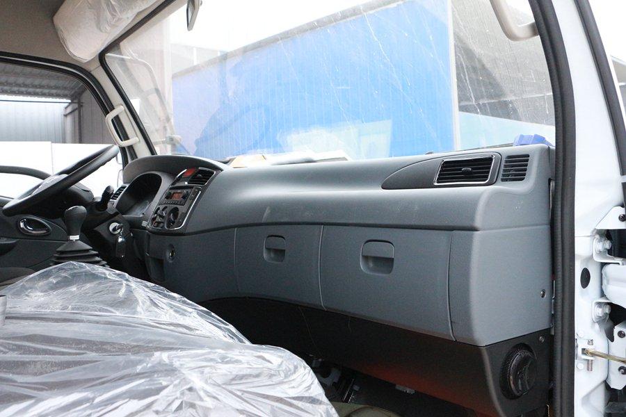 东风凯普特4.2米冷藏车副驾驶室图片