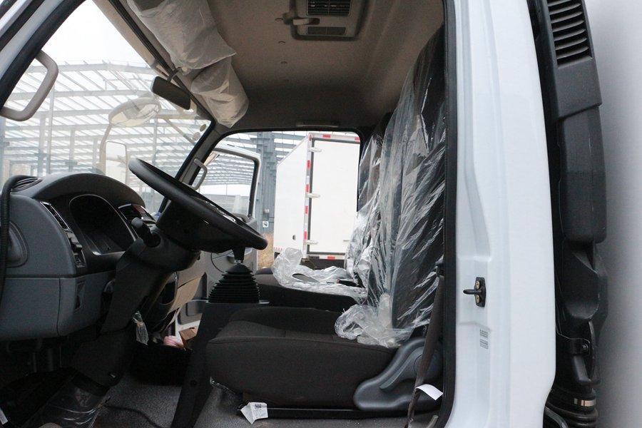 东风凯普特4.2米冷藏车主驾驶室图片