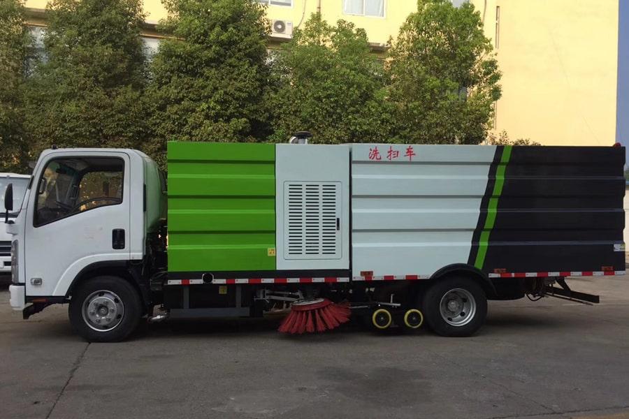 五十铃5吨洗扫车图片(车头向左正侧)