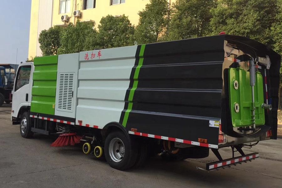 五十铃5吨洗扫车图片(车头向左后45度)