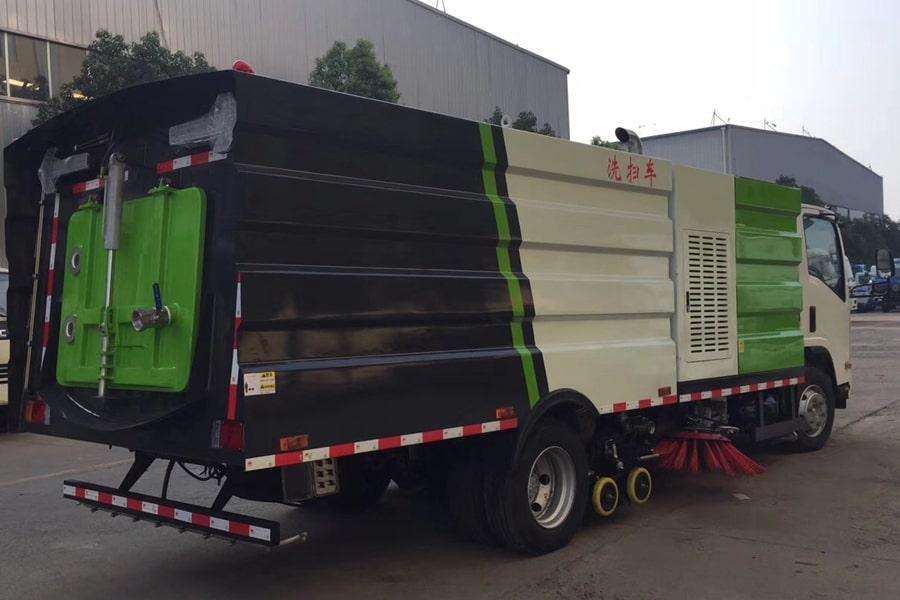 五十铃5吨洗扫车图片(车头向右后45度)